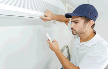 technician-checking-ac-installation-in-clients-bui-P8DW7ZH (1)